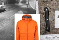 Muž narazil v autě na zloděje: Ten vzal nůž a bodl ho do břicha. Policie po něm pátrá