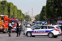 Další teror v Paříži? Na třídě Champs-Élysées najel útočník do vozu policie