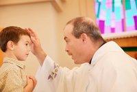 Jako kluka ho zneužíval kněz. Polák po letech vysoudil omluvu a milionové odškodné