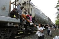Pašerák opustil 178 migrantů v Mexiku a utekl. Místní jim dali najíst
