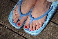f36485bf08c Jen málokdo v parných letních dnech vydrží v uzavřených botách. Daleko  častěji se tak přezouváme do příjemnější a vzdušnější obuvi. Velmi oblíbené  jsou také ...
