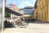 Pražské restaurace dál nemusejí platit za předzahrádky. Radní schválili i slevy na nájem v provozovnách