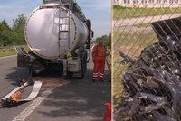Řidič naboural cisternu a od nehody utekl: Jeho auto bylo kradené
