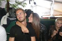 Miss Švantnerová ve Varech s novým chlapem! Tajné polibky a litry vodky
