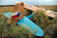 V Cholupicích spadlo historické letadlo. Na světě existují jen tři jeho kusy