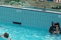 """Muslimky v burkinách? """"Nemáme s tím problém,"""" zní z dalších bazénů"""