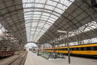 Vlaky v Praze nabírají zpoždění. Za potíže může porucha trakčního vedení