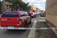 V Čelákovicích hořela kůlna s varnou drog. Živel přeskočil i na sklad stavebnin