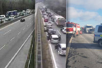 Dálnici D1 zastavily nehody: Auta se srazila ve zúžení