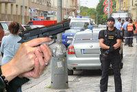 Lupiče v obchodě postřelila zkušená pistolnice. Už jednou ji přepadli