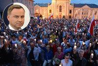 Strach z diktatury žene dál Poláky do ulic. Prezident zákon o soudech schválil