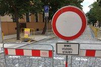 Další fáze rekonstrukce Českobrodské odřízla Běchovice od zbytku Prahy. Silnice je uzavřená