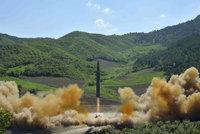 Severní Korea odpálila další raketu. Vymazala by z mapy Los Angeles