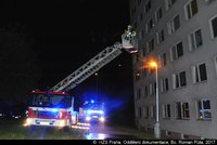 Byt v panelovém domě vzplál uprostřed noci: Při požáru v Kroměříži zemřel člověk