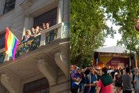 Tisíce lidí přišly na zahájení Prague Pride. Na magistrátu poprvé visí duhová vlajka