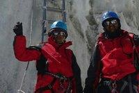 Zdolali jsme Everest, chlubili se policisté. Lhali, tak je vyhodili z práce