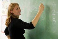 """""""Nemáš peďák? Nevadí."""" Ve školách chybí učitelé, ředitelé chtějí najímat i nepedagogy"""