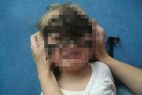 Český Facebook se bouří: Za fotku plačící dcerky s rukama zkroucenýma za zády jde po matce sociálka