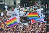 ŽIVĚ: Vysíláme z průvodu Prague Pride: Centrum Prahy se obléklo do duhových barev