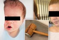 Novorozenou dcerku umlátila paličkou a bodla do krku: Chtěla z vazby, soud to zatrhl
