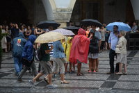 V pondělí vydatně zaprší a přijdou i bouřky. Sledujte radar