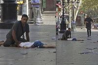Muž chránil tělem neznámého chlapečka při teroru v Barceloně: Neuteču, je jako můj syn, křičel