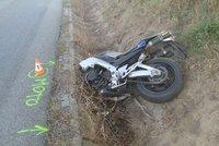 Nedaleko Příbrami zemřel motorkář: Nepřežil srážku s autem