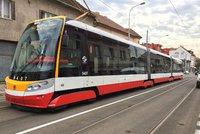 Tři fanoušci, kteří v tramvaji brutálně napadli Afričana: Policie navrhla obžalobu