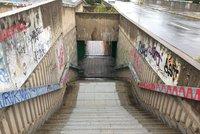 Konec užívání podchodů Hlávkova mostu? U Vltavské vzniknou nové přechody