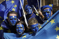 Jak Češi vidí EU rok před volbami? Věci se ubírají špatným směrem, míní většina