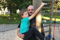 Manžel Češky, kterou zabil terorista, se pustil do Merkelové. Pozůstalí chtějí víc peněz