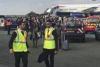 V Paříži evakuovali letadlo British Airways. Byl to ale falešný poplach