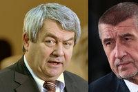 """Vláda odmítá trestat politické přeběhlíky a """"zrádce"""". KSČM s návrhem pohořela"""