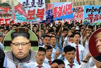 """""""Už tu moc dlouho nebudou,"""" prohlásil Trump o KLDR. Severokorejci vyšli protestovat do ulic"""