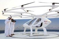 Létající taxi bude bez pilota, ale s padákem. V Dubaji ho už vyzkoušeli