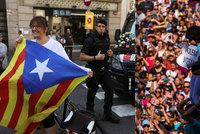Bouře v Katalánsku: Španělská policie uzavřela volební místnosti, dav obsadil školy