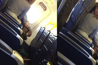 Sex na palubě letadla Ryanair: Pár při hrátkách natočila kamera!
