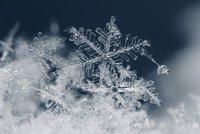 Česko se v pátek dočká prvního sněhu. Přinese ho sem hurikán Maria