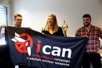 Varují před katastrofou a hrozbou jaderných zbraní. Nobelovku za mír dostala kampaň ICAN