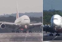 Děsivé přistání Airbusu A380. Vichr s ním lomcoval jako s papírovým letadélkem