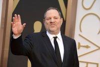 Odhalily zvrhlého producenta a sexuální praktiky Hollywoodu. Pitt natočí o novinářkách film