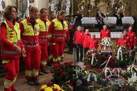 Pohřeb náčelníka horské služby Adolfa Klepše (†53): Čestná stráž a smutek v zaplněném klášteře