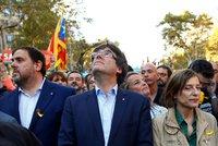 Chtěli nezávislost, hrozí jim až 25 let vězení. Katalánské politiky obžalovali