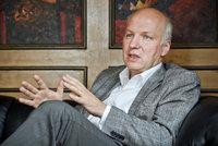 Další zájemce o Hrad: Přihlášku podal exvelvyslanec Fischer, který pracoval pro Havla