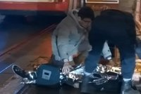 Policista jel k zásahu, u Masarykova nádraží srazil ženu. Teď čelí žalobě