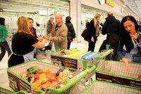 Češi mohou opět lidem v nouzi darovat jídlo. Potravinová sbírka míří do 750 obchodů