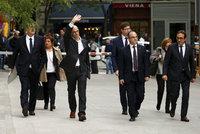 Obžalovaní katalánští politici se vracejí domů. Do tamních věznic
