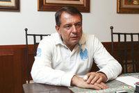 Paroubek se objal s ČSSD v Ostravě, chtějí ho v Senátu. Vedení to může zhatit