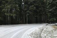 Na horách hrozí na silnicích náledí. Na Ostravsku bude hustě sněžit