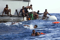 Přes 40 uprchlíků se utopilo na cestě do Evropy. Ztroskotali u břehů Tuniska a Turecka